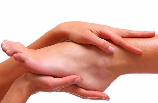 Сухие пятки: лечение, уход и профилактика