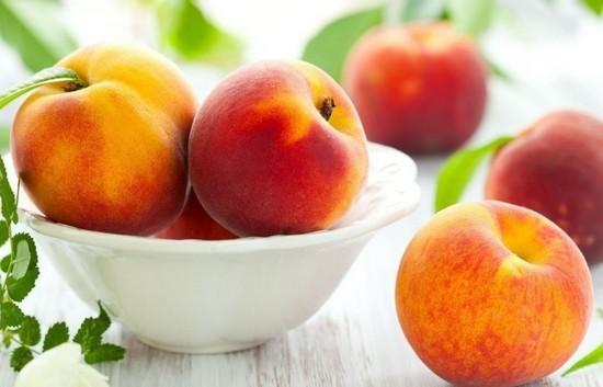 Персик - полезный летний фрукт