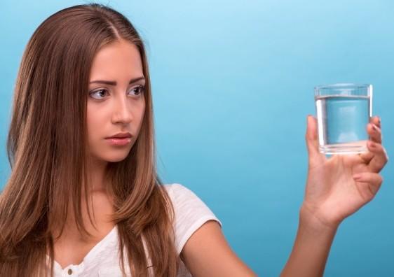 Когда пить воду, чтобы перестать переедать и похудеть?