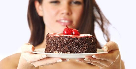 Употребление сахара: 10 негативных последствий для тела