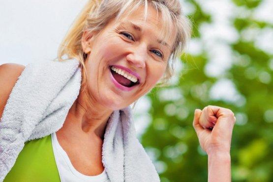 Утренняя зарядка для женщин после 50: рекомендации от эксперта плюс лучшие комплексы упражнений