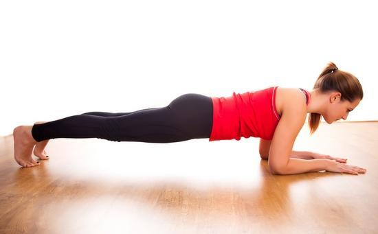 Помогает ли «планка» похудеть