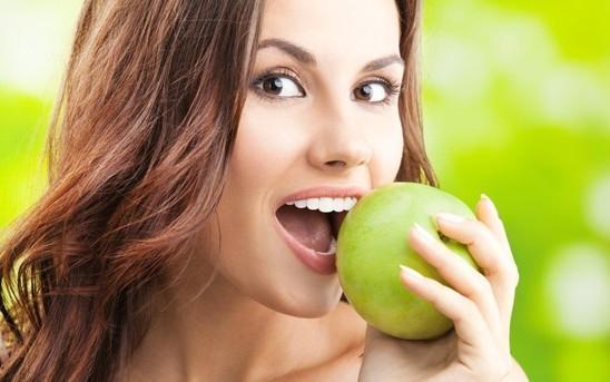 8 причин есть яблоки чаще