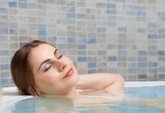 Солевые ванны: как обычная соль помогает похудеть