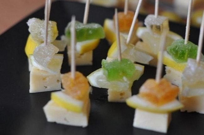 Закуска на шпажках из сыра и мармелада: вкусно, быстро и оригинально!