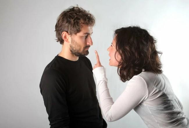 10 вещей, которые не стоит говорить мужчине, если вы не хотите крепко его обидеть