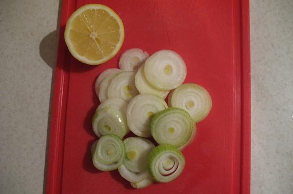 Скумбрия запеченная в духовке с лимоном - вкуснейший и очень простой рецепт!