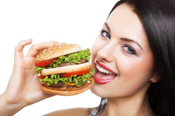 Вид пищи и окружающая обстановка усиливает аппетит: любопытное исследование!