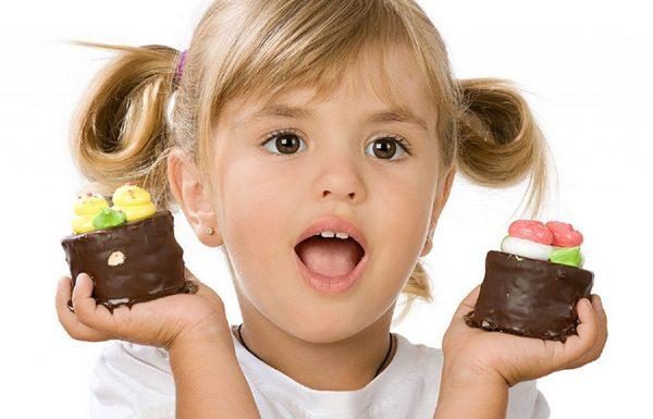 Как отучить ребёнка от сладкого: 5 главных правил
