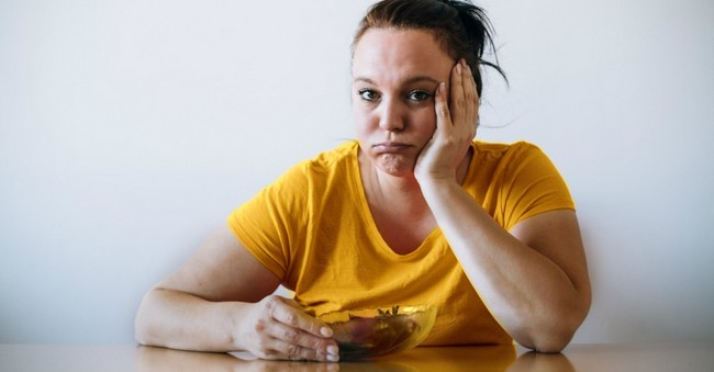 Мало ем и не худею: в чем причина?
