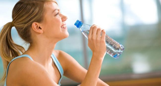 Обычная вода – великолепный помощник для похудения!