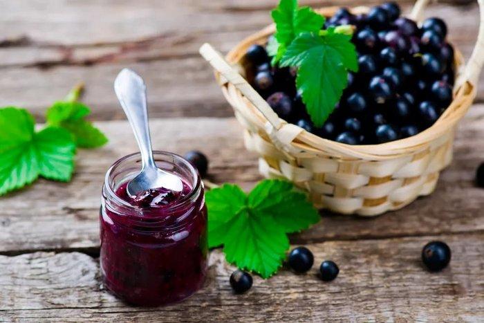 Ягоды и листья чёрной смородины - настоящий кладезь витаминов!