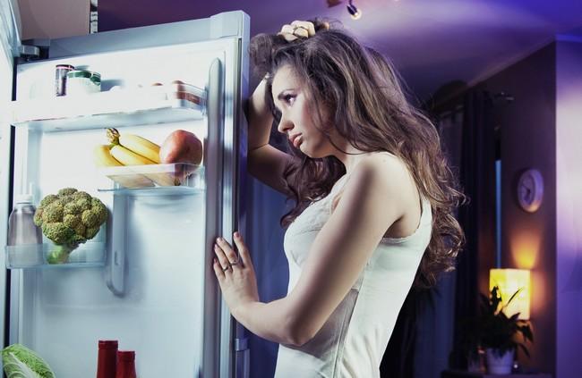 Почему мы не можем удержаться от ночных перекусов и что с этим делать