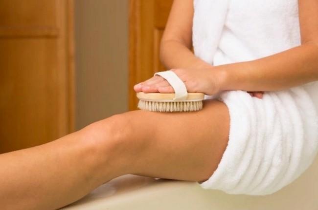 Эффективный способ убрать целлюлит и похудеть - массаж сухой щеткой!