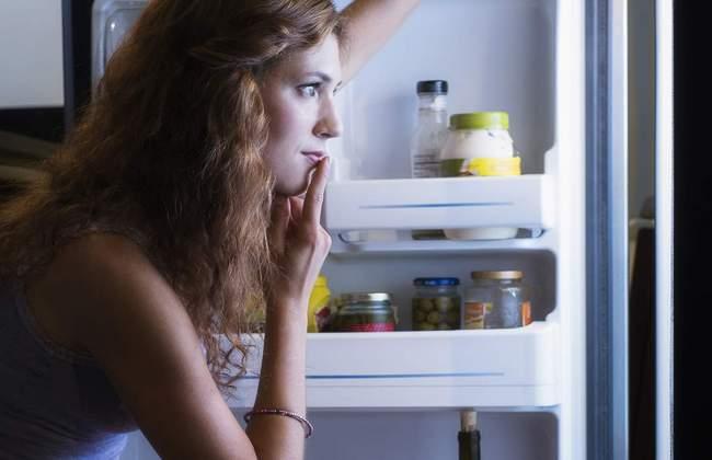 Чем без колебаний можно перекусить вечером: 8 вариантов здоровых закусок