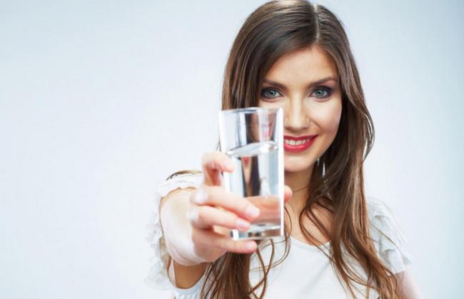 2 литра в день, опасная вода из пластика и ещё 6 фактов о воде, которые оказались обманом