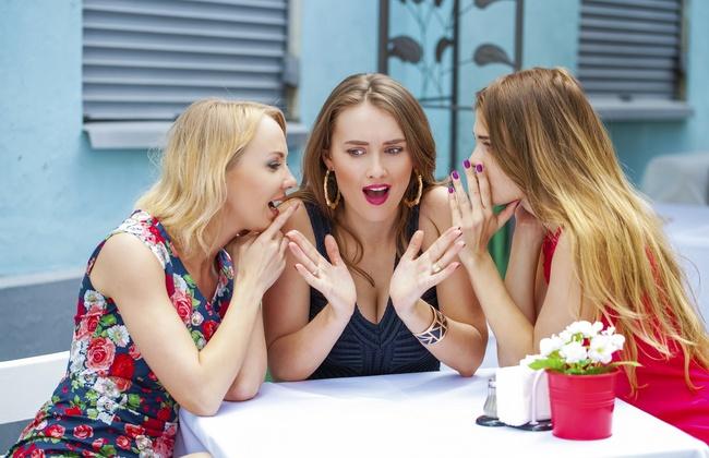 Опасная дружба: каких подруг стоит избегать замужним женщинам?