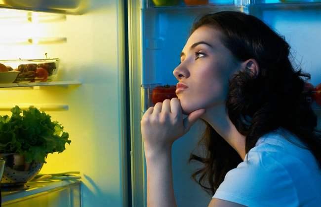 Что можно съесть на ночь: 10 вредных и 8 полезных продуктов перед сном
