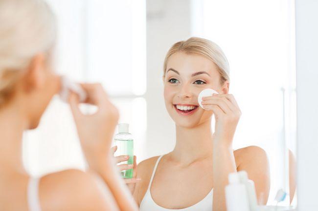 Мицеллярная вода: пользу или вред принесет она вашей коже?