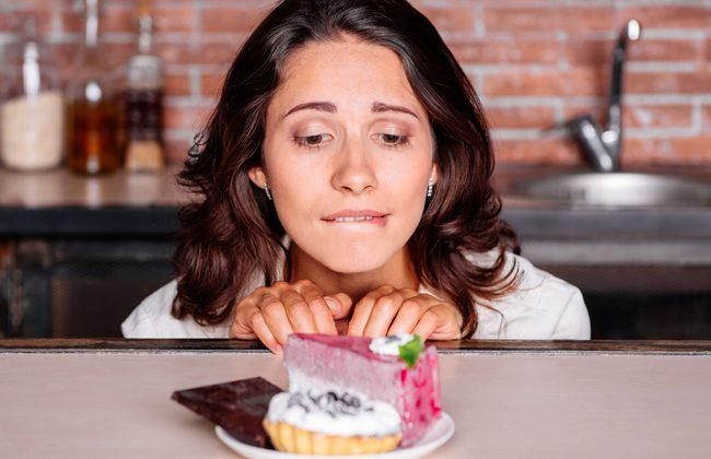 7 эффективных способов перестать есть сладости