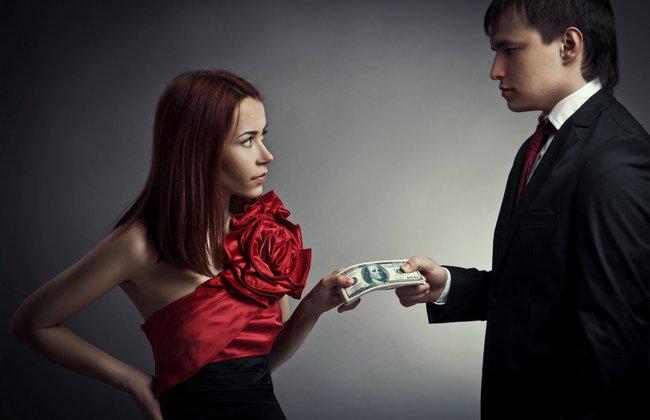 Как испортить отношение мужчины к себе? Просто дайте ему денег!