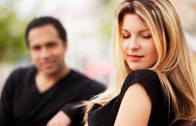 4 причины, почему вы не можете построить новые отношения из-за бывшего