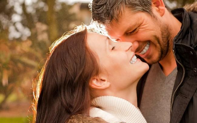 9 вещей, которые делает для женщины влюбленный мужчина