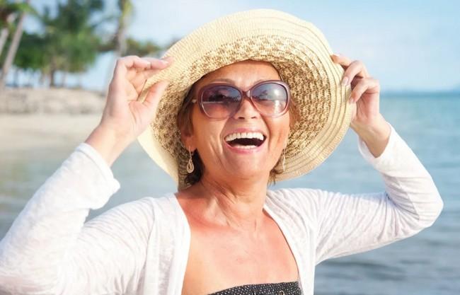 Незамужние женщины за 50 нередко счастливее замужних ровесниц. Рассказываю почему