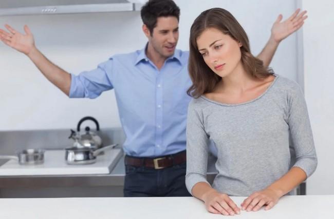 Разлюбивший мужчина ведёт себя иначе. 9 признаков, что его чувства остыли
