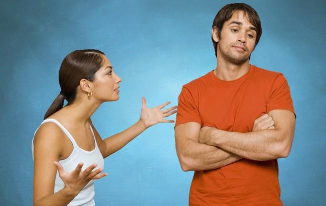 7 женских поступков, которые безжалостно задевают мужское самолюбие и рушат отношения